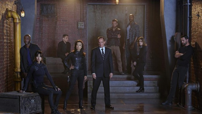 "TV REVIEW: Marvel's Agents of S.H.I.E.L.D. ""Shadows"" 2.01"