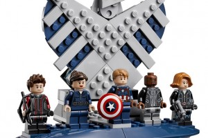 LEGO-USC-Shield-Helicarrier-Age-Or-Ultron-Marvel-Super-Heroes1